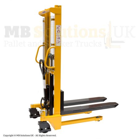 manual forklift-stacker detail side